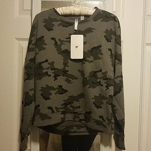 NWT  Fabletics Stacey Pullover